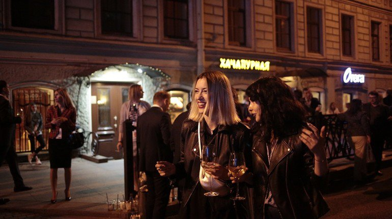 Russian bar crawl image