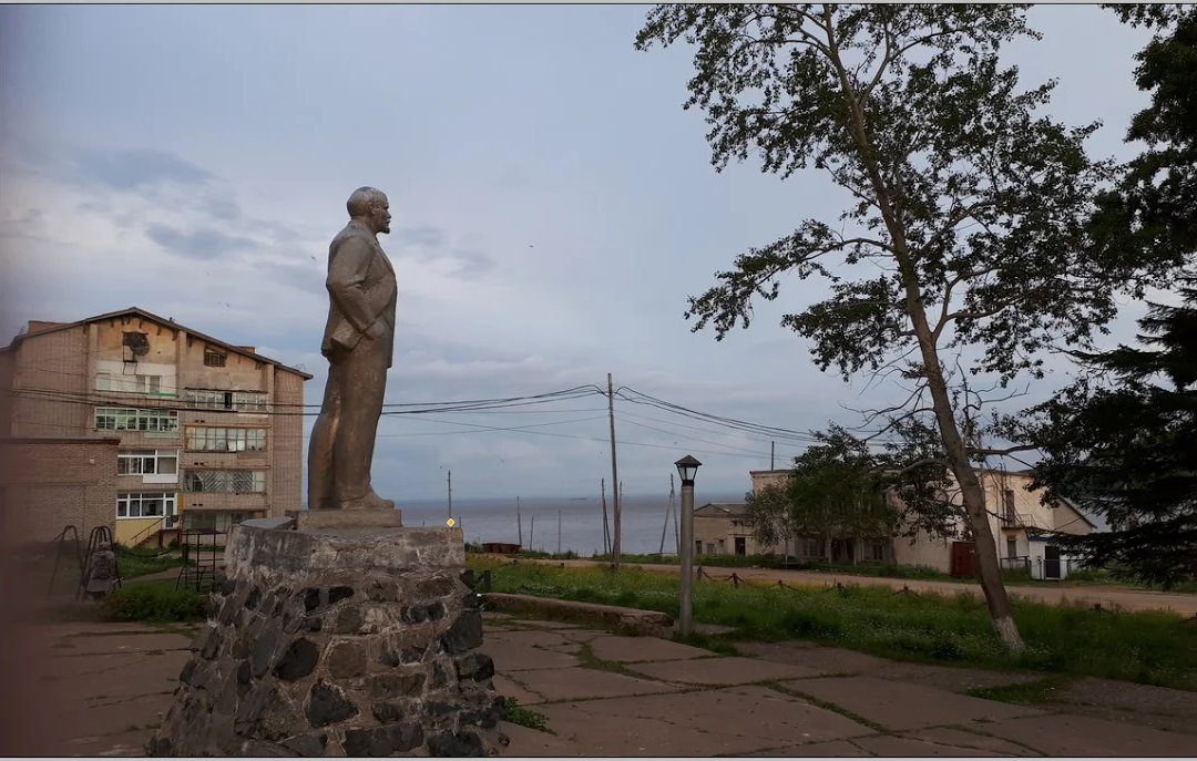 Lenin is still there in Lazarevskoe image