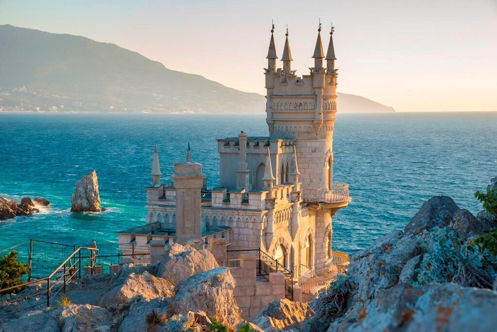 Swallow's Nest Castle image